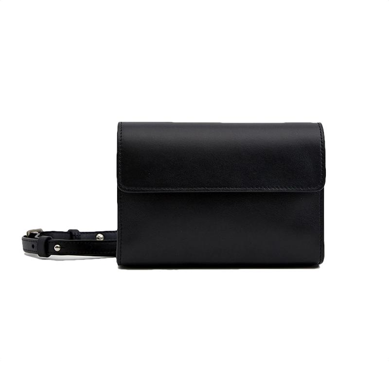 "<a rel=""nofollow"" href=""https://go.redirectingat.com?id=86205X1579268&xs=1&url=https%3A%2F%2Fneedsupply.com%2Fanneli-hip-bag-in-black.html%3Faffiliate_id%3D73861%26click_id%3D%7Bclickid%7D%26utm_source%3Dpepperjam%26clickId%3D2405924198"">Nehera Anneli Hip Bag, Need Supply Co., $846<p>This is the ideal belt bag for anyone wary to try out the trend. It's sleek, versatile and works year round.</p> </a>"