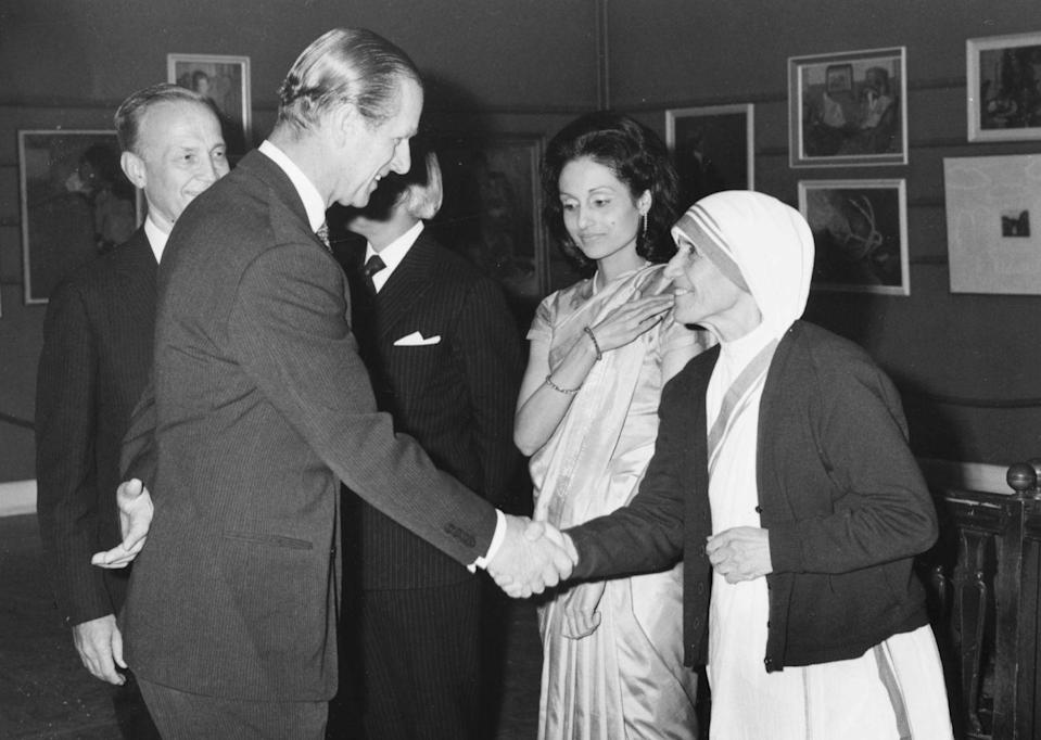 <p>Prince Philip talks to Mother Teresa after she received a £34,000 prize award for progress in religion in 1973.</p>