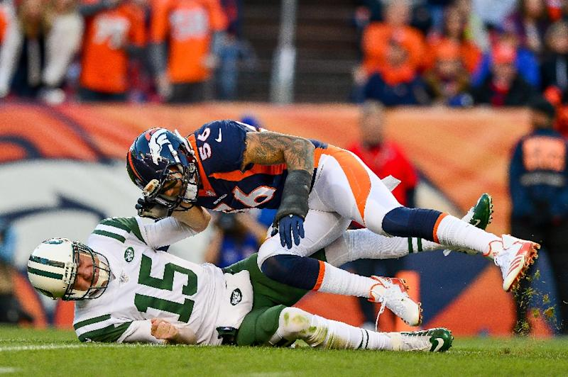 New York Jets quarterback Josh McCown suffered a broken hand after a hit from Broncos linebacker Shane Ray
