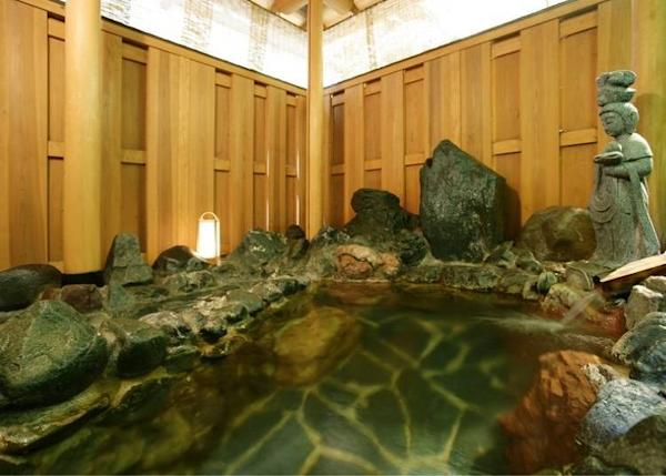 The open air bath can be reserved for exclusive use as well.