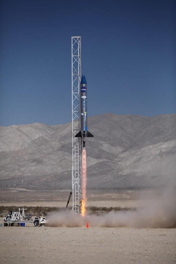 Tiny Satellites Soar (and Crash) in Desert Launch Test