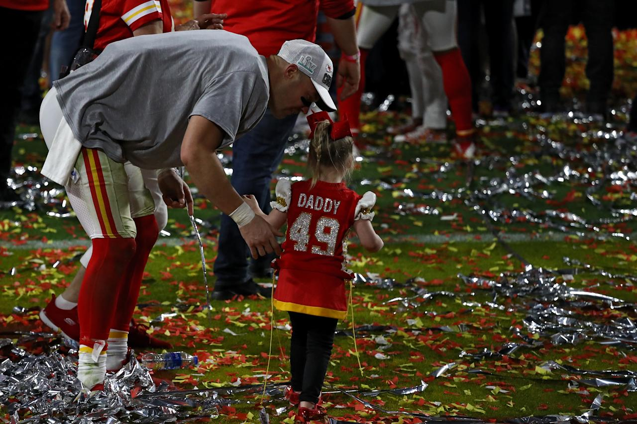 MIAMI, FLORIDA - FEBRUARY 02: Daniel Sorensen #49 of the Kansas City Chiefs celebrates with his daughter after defeating the San Francisco 49ers 31-20 in Super Bowl LIV at Hard Rock Stadium on February 02, 2020 in Miami, Florida. (Photo by Ronald Martinez/Getty Images)