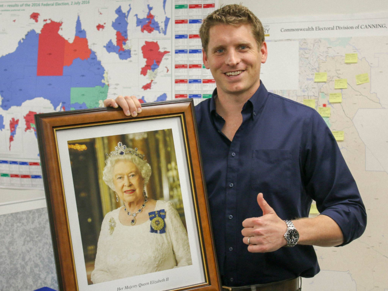 Australian citizens are entitled to this free portrait of Queen Elizabeth II. Source: Facebook/AndrewHastie