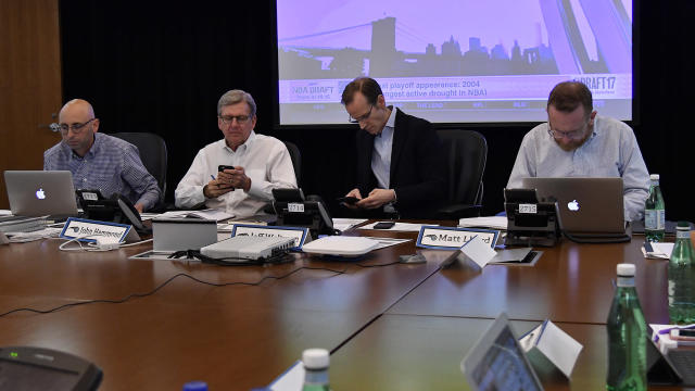 Yahoo Sports' Chris Mannix and former NBA GM Wes Wilcox offer a look inside a NBA Draft War room leading up to the draft.