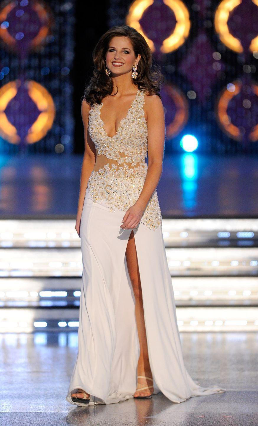 <p>Miss Louisiana, Hope Anderson, spiced things up with a bare midriff and strategically-placed flowers in 2012.</p>