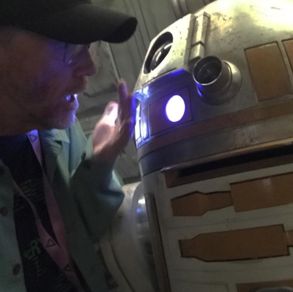 Ron Howard shares tips with 'actor' on Young Han Solo set (Photo: Ron Howard/Instagram)