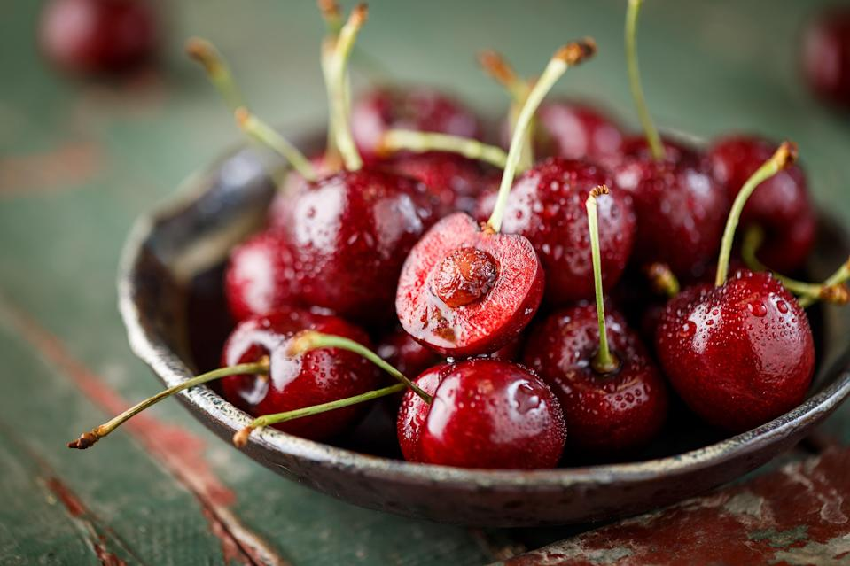 "<h1 class=""title"">Close-up of fresh Cherry</h1><cite class=""credit"">ansonmiao</cite>"