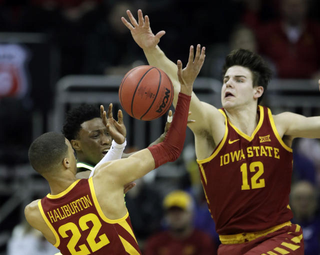 Baylor guard Devonte Bandoo, middle, passes to a teammate while covered by Iowa State guard Tyrese Haliburton (22) and forward Michael Jacobson (12) during the first half of an NCAA college basketball game in quarterfinals of the Big 12 conference tournament in Kansas City, Mo., Thursday, March 14, 2019. (AP Photo/Orlin Wagner)