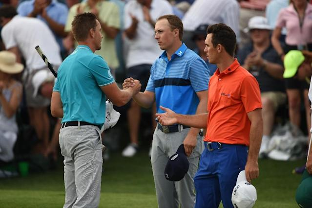 Jordan Spieth (C) of the US shakes hands with Henrik Stenson (L) of Sweden and Billy Horschel of the US after finishing the 18th hole during Round 1 of the 79th Masters Golf Tournament at Augusta National Golf Club on April 9, 2015 (AFP Photo/Don Emmert)