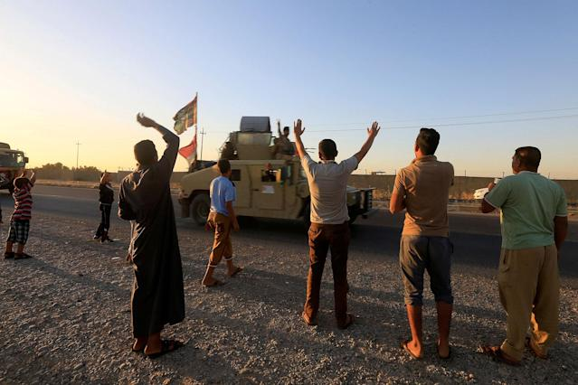 <p>People gather on the road as they welcome Iraqi security forces members, who continue to advance in military vehicles in Kirkuk, Iraq, Oct.17, 2017. (Photo: Alaa Al-Marjani/Reuters) </p>