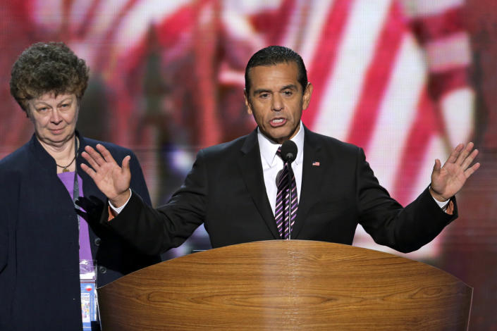 Los Angeles Mayor and Democratic Convention Chairman Antonio Villaraigosa calls for a vote to amend the platform at the Democratic National Convention in Charlotte, N.C., on Wednesday, Sept. 5, 2012. (AP Photo/J. Scott Applewhite)