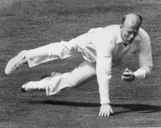 1957:  CHECK HI-RES IF SUPPLYING DIGITALLY England spin bowler Tony Lock (1929 - 1995), demonstrating his fielding ability.  (Photo by Central Press/Getty Images)