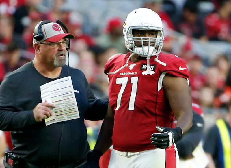 Cardinals sign Justin Murray to two-year extension