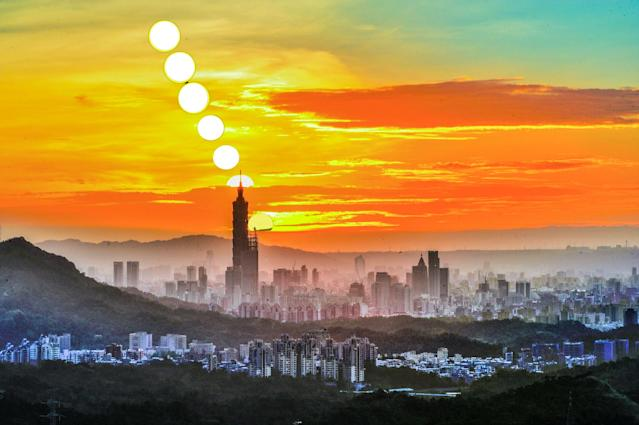 <p>Many visitors also opt to place their cameras on the bend of the road in front of the temple to not only snap a pic of the iconic sunset atop of Taipei 101 (Courtesy of Huang,Hsiu-Shan)</p>
