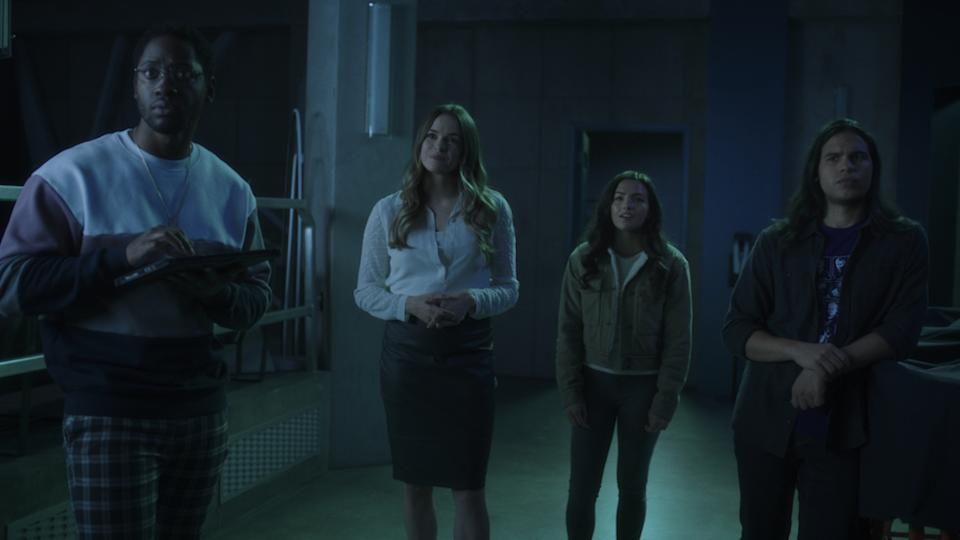 Chester (Brandon McKnight), Caitlin (Danielle Panabaker), Allegra (Kayla Compton) and Cisco (Carlos Valdes) in The Flash. (PHOTO: Warner TV)