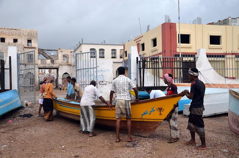 Fishermen bring a boat ashore to keep it safe from tropical cyclone Megh in Mukalla, in Yemen's southeastern Hadramawt province, on November 9, 2015 (AFP Photo/)
