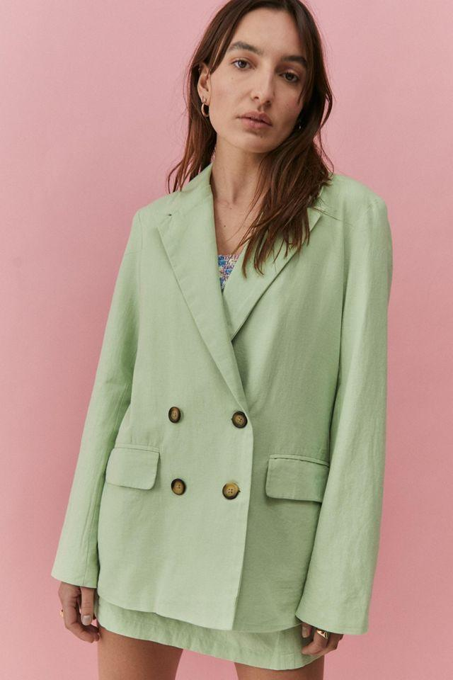 """<br><br><strong>Urban Outfitters</strong> Amie Linen Blazer, $, available at <a href=""""https://go.skimresources.com/?id=30283X879131&url=https%3A%2F%2Fwww.urbanoutfitters.com%2Fshop%2Fuo-amie-linen-blazer%3Fcolor%3D030%26type%3DREGULAR%26quantity%3D1"""" rel=""""nofollow noopener"""" target=""""_blank"""" data-ylk=""""slk:Urban Outfitters"""" class=""""link rapid-noclick-resp"""">Urban Outfitters</a>"""