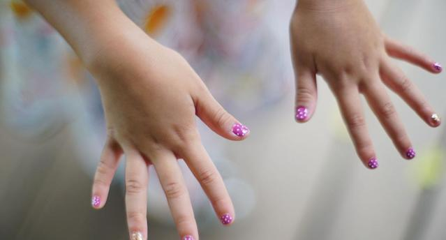 A U.K. school has forbidden long fingernails. (Photo: Getty Images)