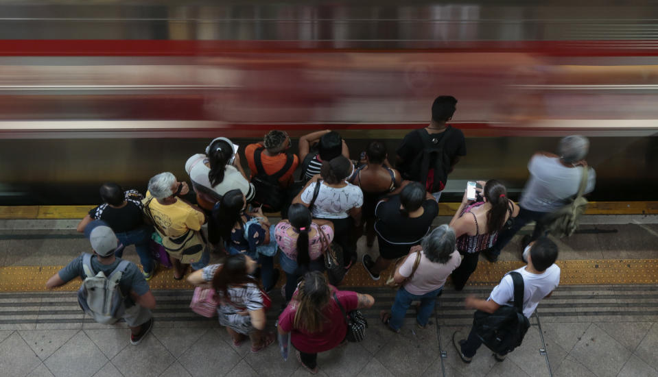 SAO PAULO, BRAZIL - JANUARY 07: People wait to the subway train to stop at Estacao da Luz during the coronavirus (COVID-19) pandemic on January 7, 2021 in Sao Paulo, Brazil. Brazil has registered over 7.8 million confirmed cases of the virus since the pandemic began, while the official death toll from COVID-19 is nearing 200,000, the second highest in the world. (Photo by Miguel Schincariol/Getty Images)