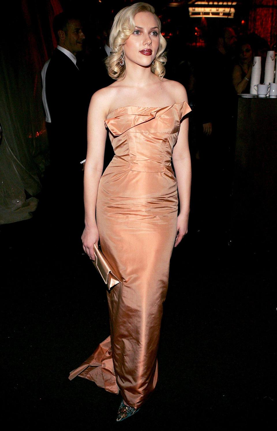 <p>Johansson rocked a similarly retro hair-and-lip look with her bronze Roland Mouret at the 2005 Golden Globes afterparty.</p>