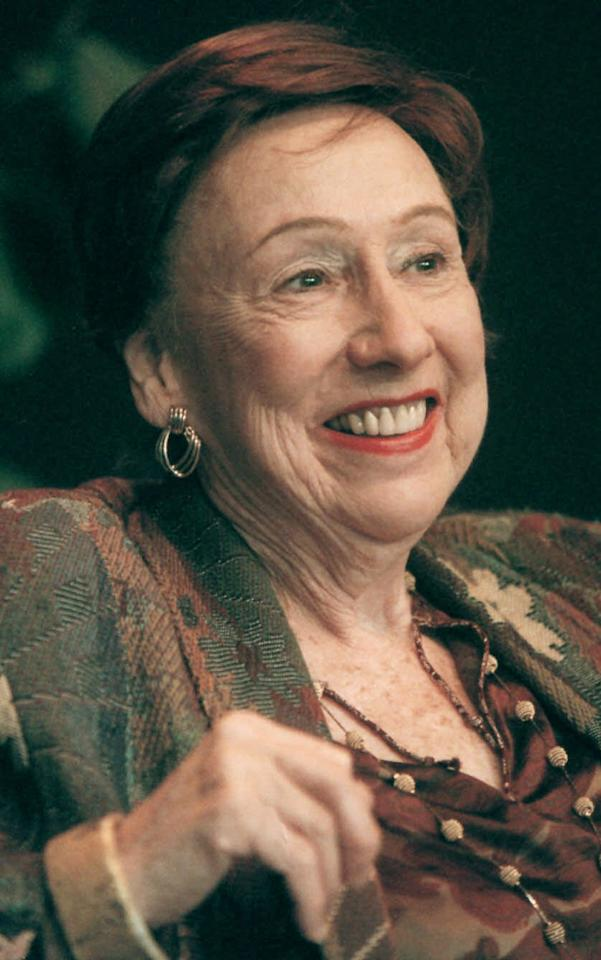 "FOR USE AS DESIRED, YEAR END PHOTOS - FILE - In this Nov. 1, 2000 file photo, actress Jean Stapleton smiles during a news conference at Syracuse Stage in Syracuse, N.Y. Stapleton, the stage-trained character actress who played Archie Bunker's wife, the sweetly naive Edith, in TV's groundbreaking 1970s comedy ""All in the Family,"" died May 31, 2013. She was 90. (AP Photo/Peter R. Barber)"