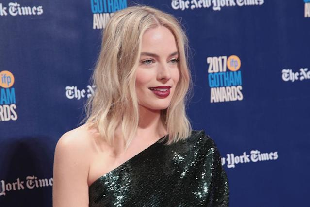 <p>This tousled middle part is a reminder that even the simplest haircuts can stay vibrant and varied with the right styling. (Photo: Cindy Ord/Getty Images for IFP) </p>