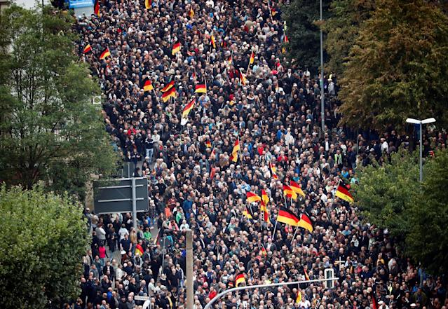 <p>People take part in demonstrations following the killing of a German man in Chemnitz, in Chemnitz, Germany Sept. 1, 2018. (Photo: Hannibal Hanschke/Reuters) </p>