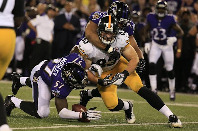 Inside linebacker C.J. Mosley of the Baltimore Ravens recovers a fumble by tight end Heath Miller of the Pittsburgh Steelers at M&T Bank Stadium on September 11, 2014 in Baltimore, Maryland (AFP Photo/Rob Carr)