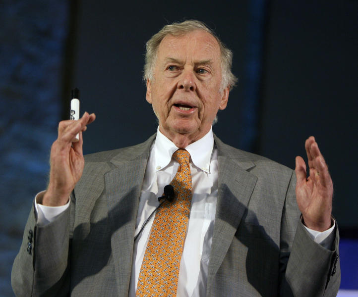 FILE - In this July 30, 2008, file photo, oil and gas developer T. Boone Pickens addresses a town hall meeting on energy independence in Topeka, Kan. Pickens, who amassed a fortune as an oil tycoon and corporate raider and gave much of it away as a philanthropist, has died. He was 91. Spokesman Jay Rosser confirmed Pickens' death Wednesday, Sept. 11, 2019.  (AP Photo/Charlie Riedel, File)