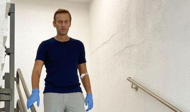 Putin critic Alexei Navalny pictured walking down stairs as he recovers from novichok poisoning