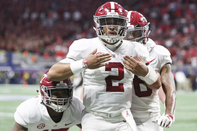 "Could <a class=""link rapid-noclick-resp"" href=""/ncaaf/players/264323/"" data-ylk=""slk:Jalen Hurts"">Jalen Hurts</a> (2) end up at UCLA after Alabama gets past the College Football Playoff? (AP)"