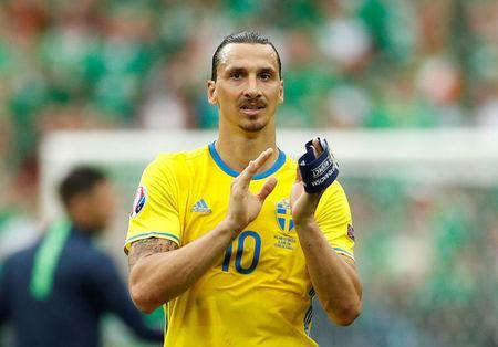 FILE PHOTO: Football Soccer - Republic of Ireland v Sweden - EURO 2016 - Group E - Stade de France, Saint-Denis near Paris, France - 13/6/16 Sweden's Zlatan Ibrahimovic applauds fans after the game REUTERS/John SibleY/File Photo