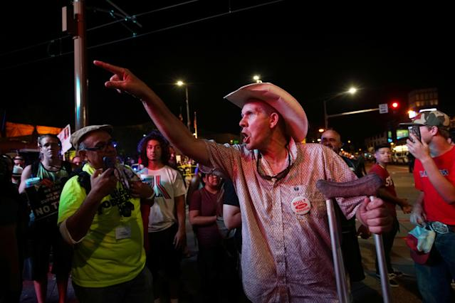 <p>Pro-Trump supporters face off with peace activists during protests outside a Donald Trump campaign rally in Phoenix, Arizona, U.S. August 22, 2017. (Sandy Huffaker/Reuters) </p>