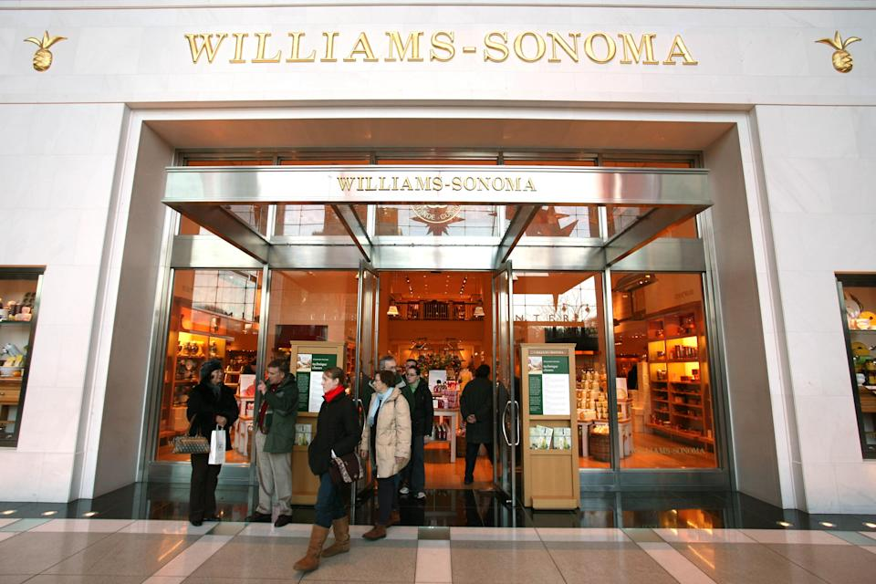 Cyber Monday 2020: Shop the best deals on cookware, Dutch ovens, KitchenAid and other gadgets at Williams Sonoma.