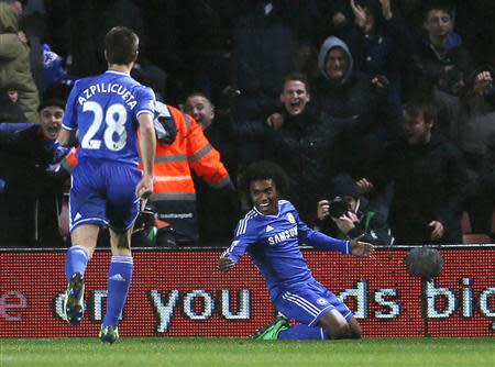 Chelsea's Willian (R) celebrates after scoring a goal against Southampton during their English Premier League soccer match at St Mary's stadium in Southampton, southern England January 1, 2014. REUTERS/Stefan Wermuth