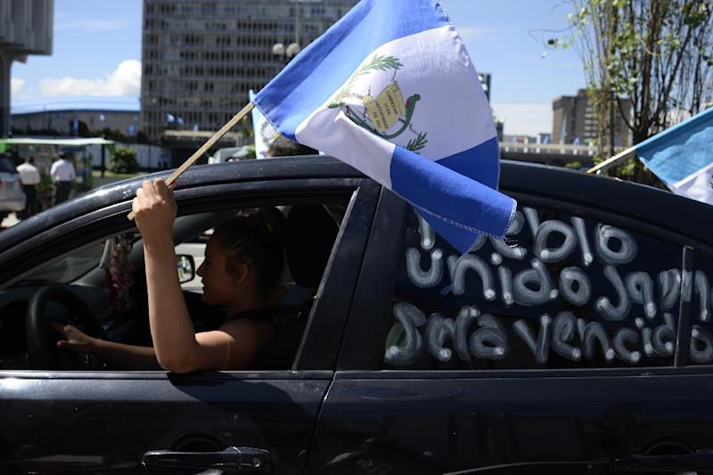Demostrators celebrate in front of the Electoral Supreme Court in Guatemala City on September 3, 2015, as ex-president Otto Perez appeared in court over corruption allegations (AFP Photo/Orlando Estrada)