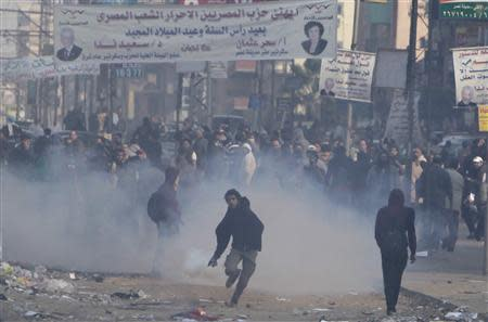 Supporters and opponents of ousted President Mursi clash at Nasr City district in Cairo