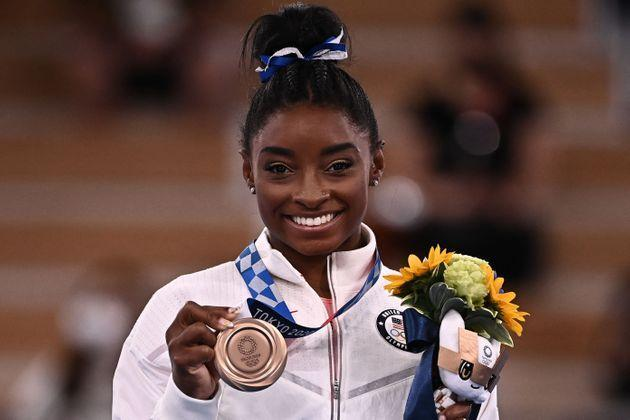 USA's Simone Biles poses with her bronze medal during the podium ceremony of the artistic gymnastics women's balance beam at Ariake Gymnastics Centre in Tokyo on Aug. 3. (Photo: LIONEL BONAVENTURE via Getty Images)