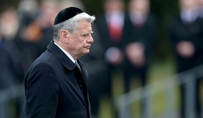 German President Joachim Gauck attends a memorial service on April 26, 2015 at the site of the former Nazi concentration camp at Bergen-Belsen, Germany (AFP Photo/Peter Steffen)