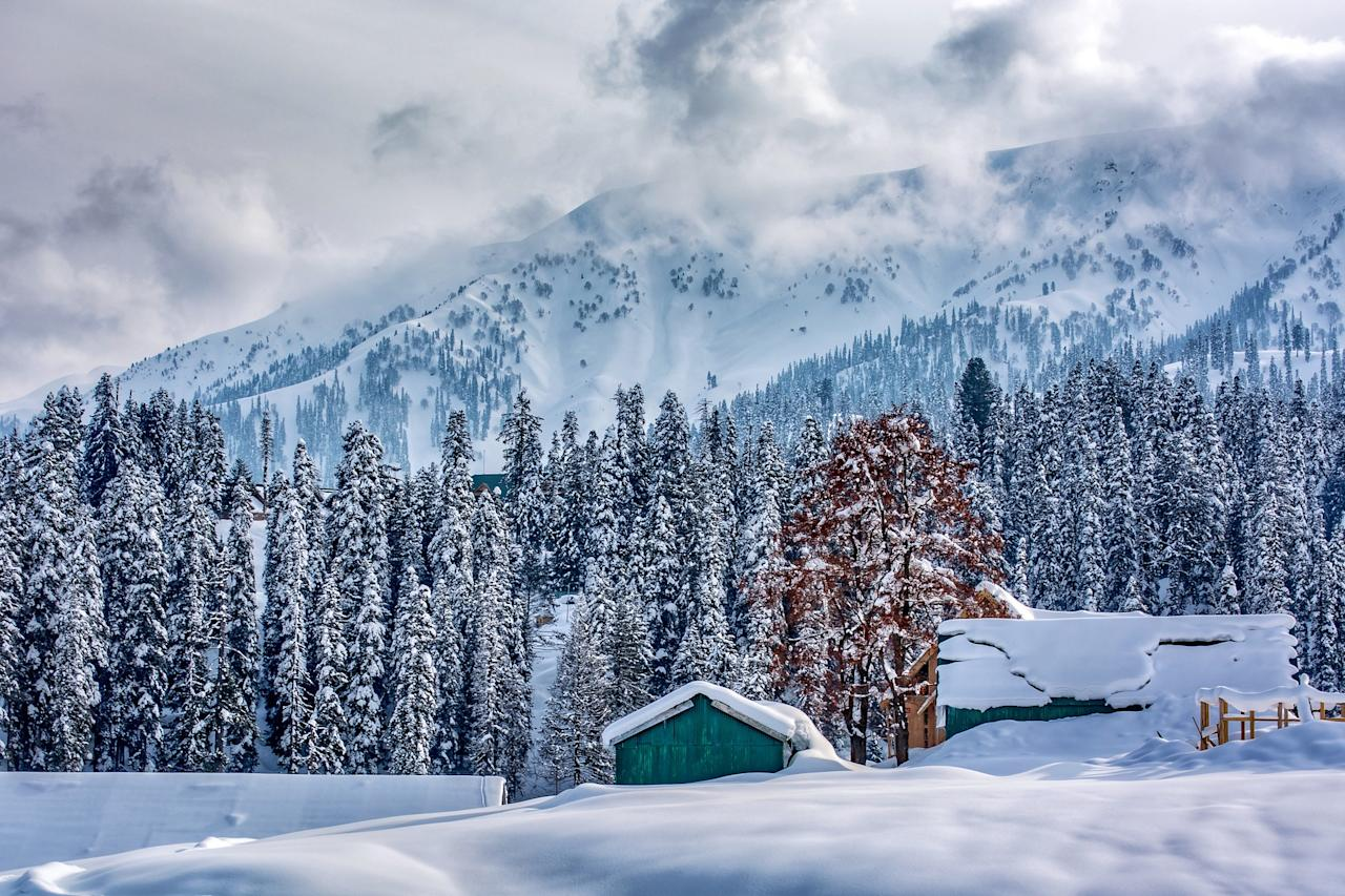 Planning a date amidst the snow-capped mountains? Sounds like a plan! And for perfect execution, the ever-charming paradise of Kashmir, Gulmarg is one of the most romantic places to go for Valentine's weekend. This little hilly hamlet is the perfect answer to those who are looking to spend their Valentine's Day amidst the lofty Himalayan Peaks, lush undulating meadows adorned with daisies, forget-me-nots and buttercups (in spring and summer seasons), verdant forests of pine and fir and tiny gleaming lakes. And yes, the adventure-loving couples can indulge in Skiing as the destination is one of the best ski resorts in India as it gets heavy snowfall, especially during winter.
