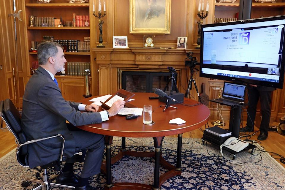 El rey, en la videoconferencia. (Photo: CASA REAL)
