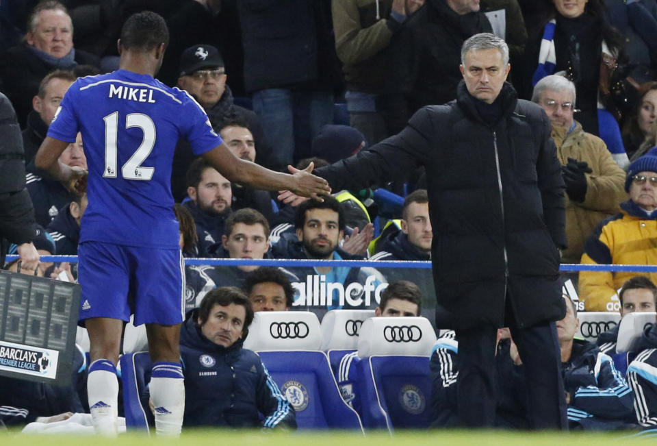 Chelsea's Nigerian midfielder John Obi Mikel (L) shakes hands with manager Jose Mourinho during the side's English Premier League match against Hull City at Stamford Bridge in London on December 13, 2014 (AFP Photo/Justin Tallis)