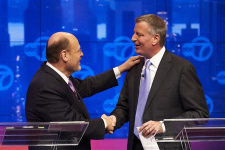 Democratic New York City mayoral candidate Bill de Blasio (R), and Republican New York City mayoral candidate Joe Lhota shake hands at the conclusion of their first televised debate at WABC/Channel 7 studios in New York, October 15, 2013. REUTERS/James Keivom/Pool