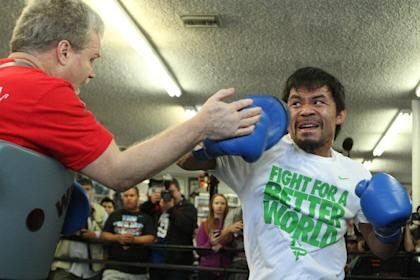 Freddie Roach works with Manny Pacquiao. (AP)
