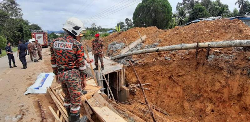 The site where labourer Nicholas anak Jawan was buried alive while working inside the deep monsoon drain December 3, 2019. — Picture courtesy of Bomba Kota Samarahan