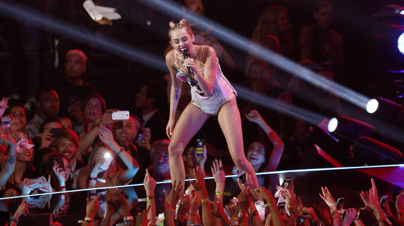 Miley Cyrus Reminds Us Of Her Risqué VMA Past With The Perfect Meme