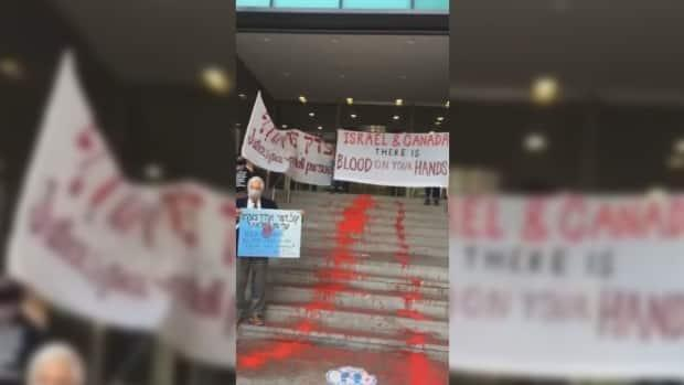 On Thursday, members ofIndependent Jewish Voices and the organization World Beyond War took over the steps of theConsulate General of Israel in Toronto with a display of red paint.