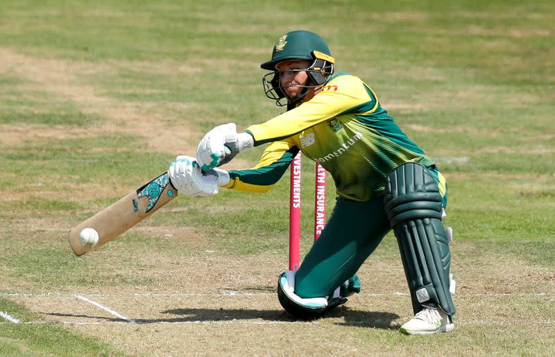 Du Preez clinches tense win for South Africa women over England