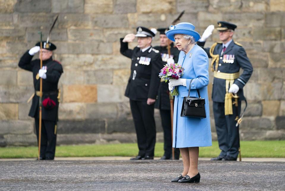 <p>The queen prepares to inspect the Argyll and Sutherland Highlanders at the Ceremony of the Keys.</p>