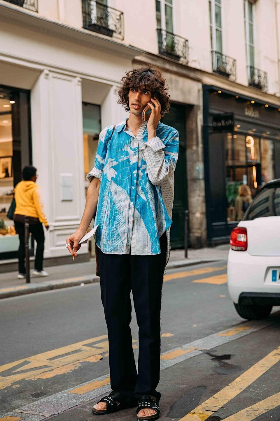 """<cite class=""""credit"""">PHOTOGRAPHY BY <a href=""""https://www.vogue.com/contributor/acielle-style-du-monde?mbid=synd_yahoo_rss"""" rel=""""nofollow noopener"""" target=""""_blank"""" data-ylk=""""slk:ACIELLE / STYLE DU MONDE"""" class=""""link rapid-noclick-resp"""">ACIELLE / STYLE DU MONDE</a></cite>"""